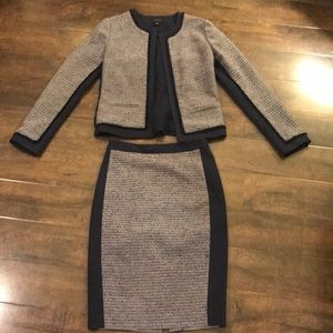 Ann Taylor size 0 navy tweed skirt suit